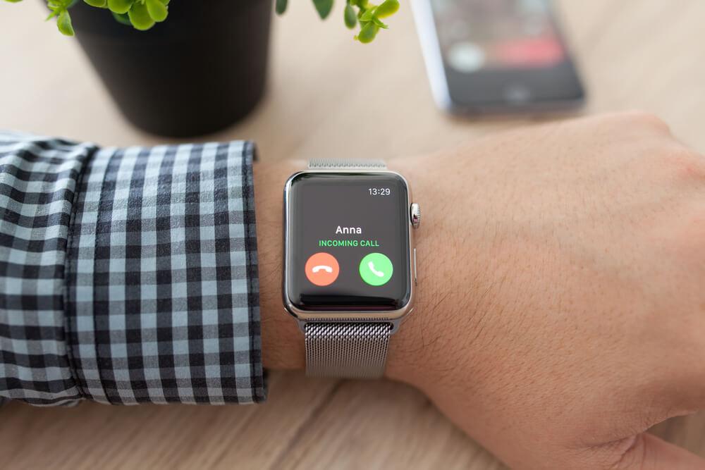 Apple Watch 6 avec bracelet emaille